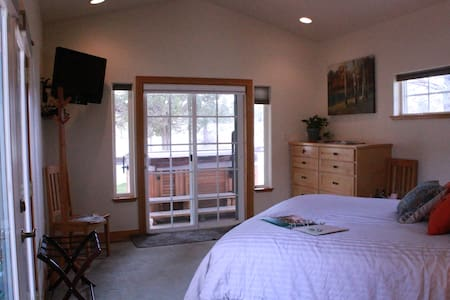 Cozy Walk-Out King Master with Hot Breakfast - Redmond - Haus