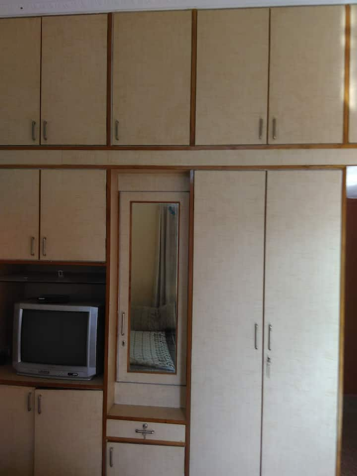 Single Room in a beautiful and peaceful locality