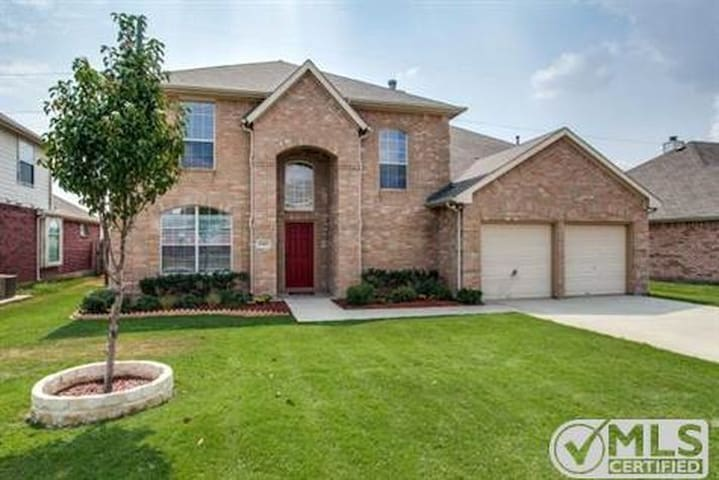 Furnished House available in Plano - Plano - House