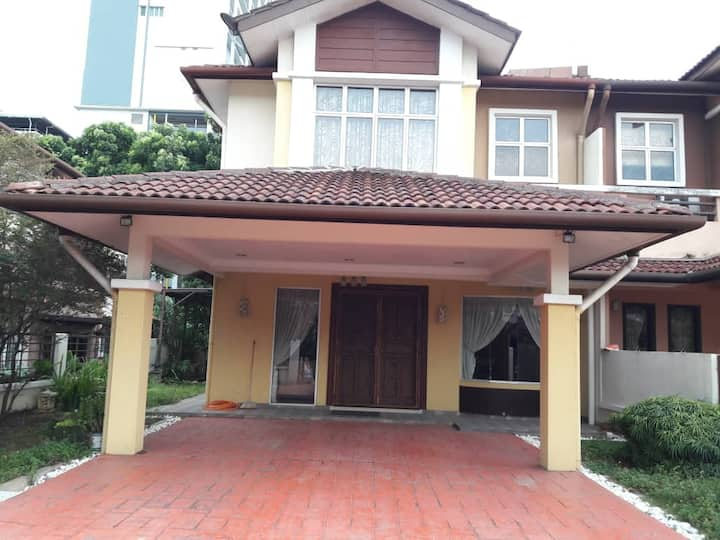 Semi-detached house is near to i-city