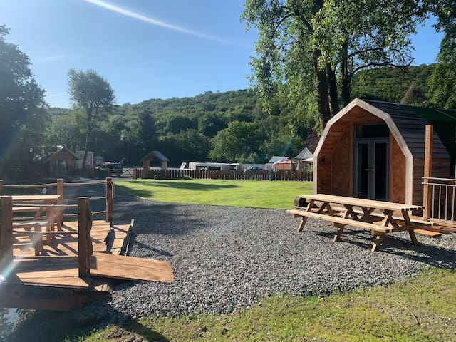 Camping pod and exclusive hot tub