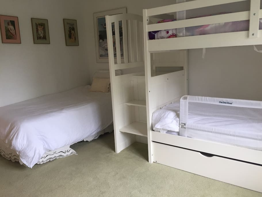 Children's room - sleeps 4