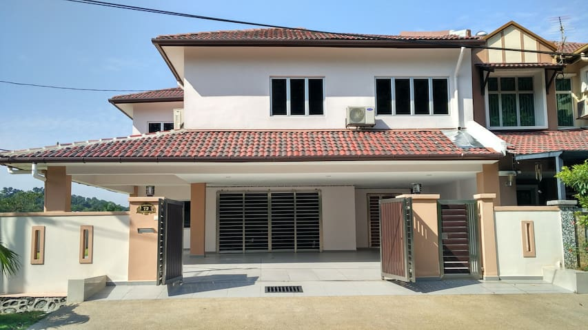 Puchong, Puncak Jalil Corner Lot (Emerald Heights)
