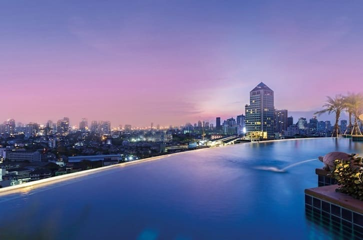 1 BR APT + 1 LIVING RM @ SKYWALK CONDO (23rd) - Bangkok - Apartament