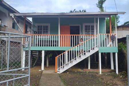 Pintoresca casa en Isla Colon
