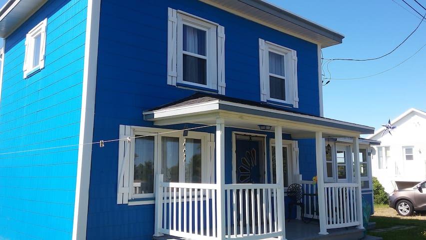 La petite Maison Bleu