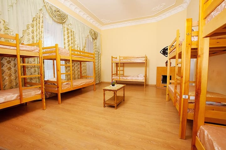 Cheapest Hostel in the Heart of Odessa - Odesa - Bed & Breakfast