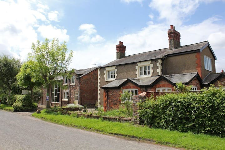 The Stable - Martin Lane Farm Holiday Cottages - Burscough - Bungalov