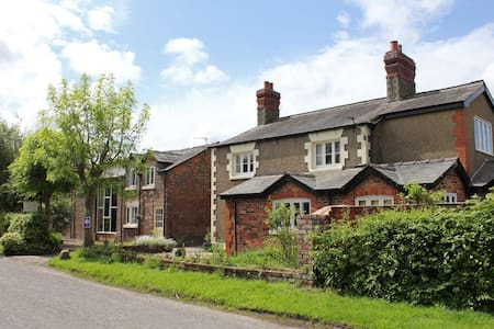 The Stable - Martin Lane Farm Holiday Cottages - Burscough - 小平房
