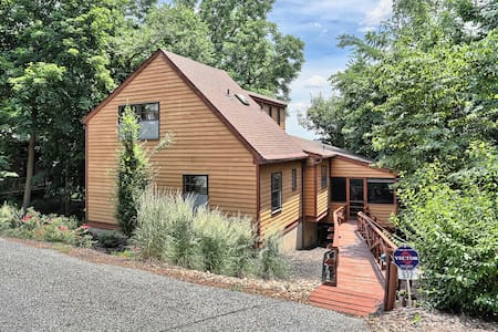 Modern Cedar Home near Harrisburg with a view - Harrisburg - บ้าน