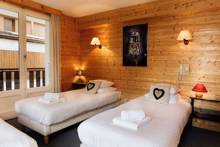 Twin en-suite room in Hotel Le Cottage in Morzine - Morzine - Bed & Breakfast