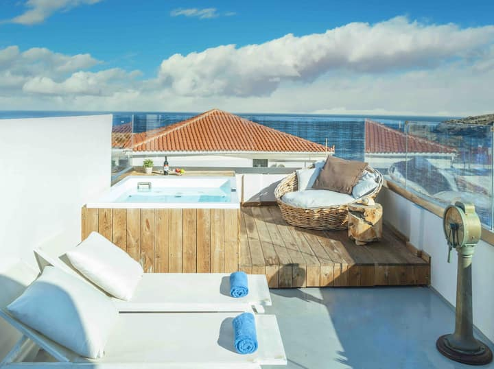 Luxurious Jacuzzi 2-BDR Apartment in Andros Town