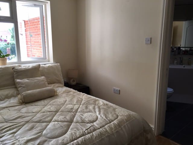 Modern ensuite double room in Solihull - Solihull - Casa