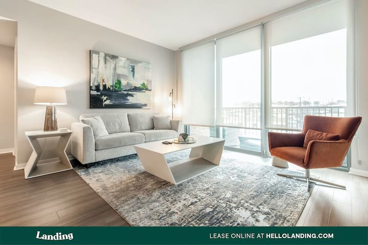 Landing | Luxury Green Hills 2BR Apartment