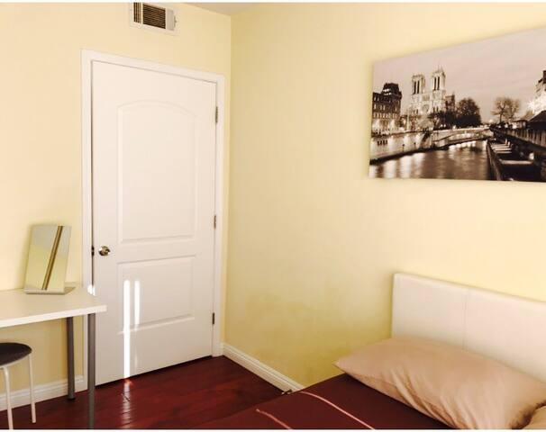 ^^^Best private room in LA^^^