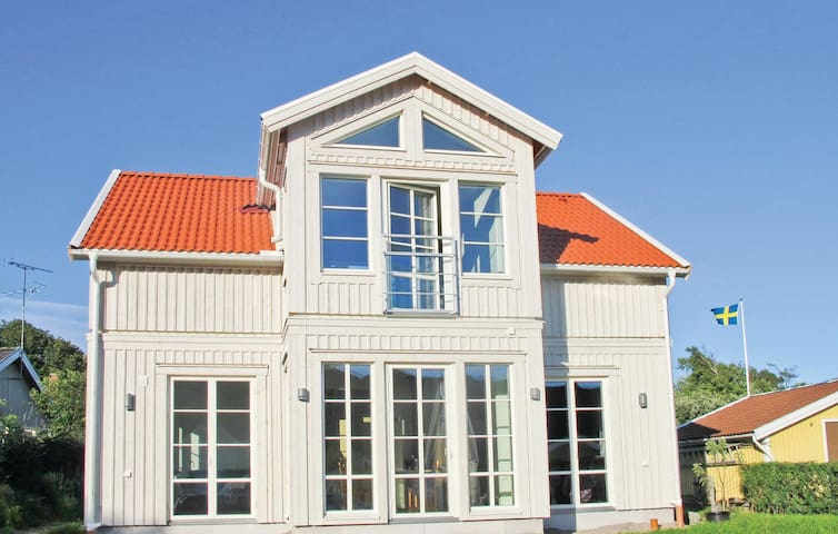 Holiday cottage with 3 bedrooms on 127 m² in Hamburgsund