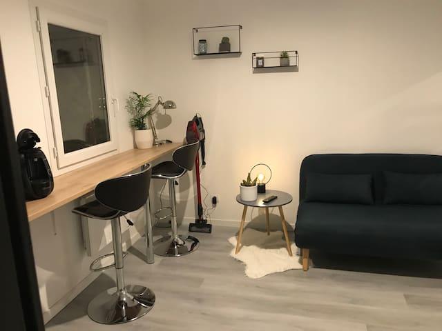 Studio tout confort entièrement équipé