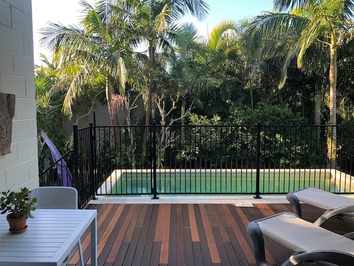 Central Noosa Heads-with own deck & private pool