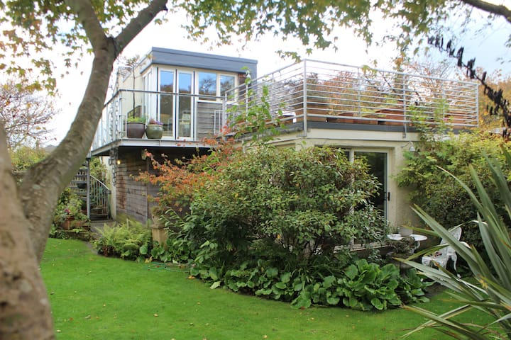 Beautiful Bruntsfield Garden Cottage with Terrace