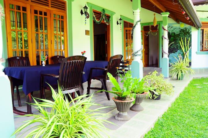 Lumbini Villa( double room) - Bentota - Bed & Breakfast