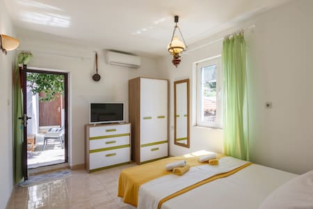 Cozy Terrace Apartment - Hedgehog