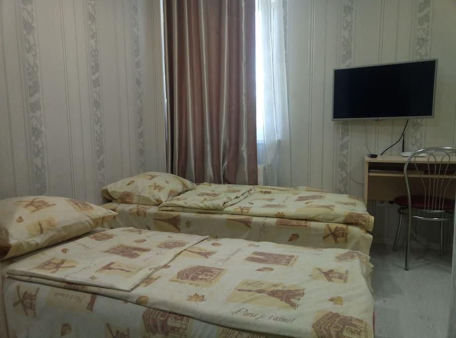 Есть возможность два раздельных спальных места 1+1  доплата 50 грн. в сутки