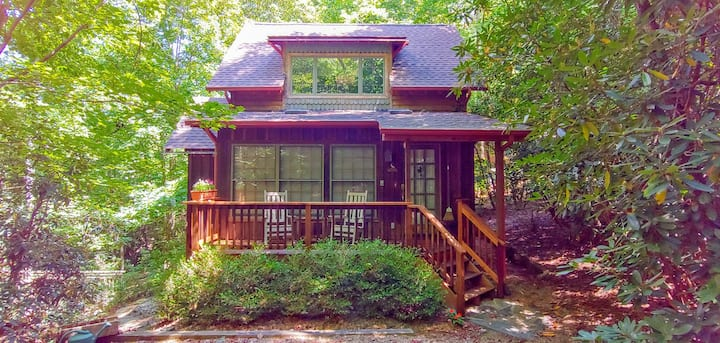 Cozy Cabin, Spa Hot Tub! 5 min to S. Asheville