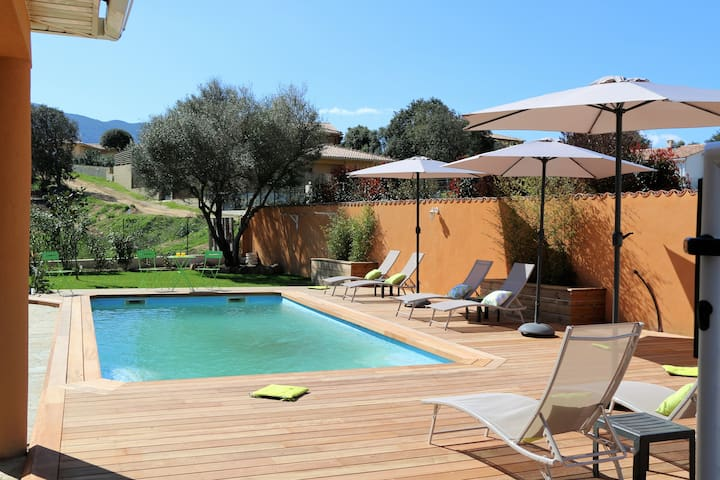 Beautiful location,heated pool,near from the beach