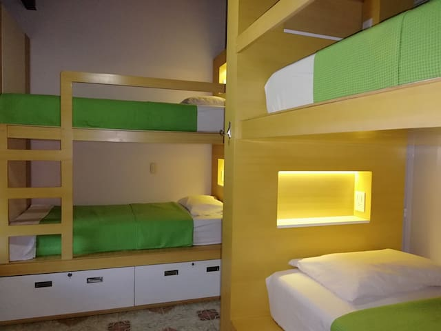 Private Room 4 beds (2 bunk beds) shared bathroom