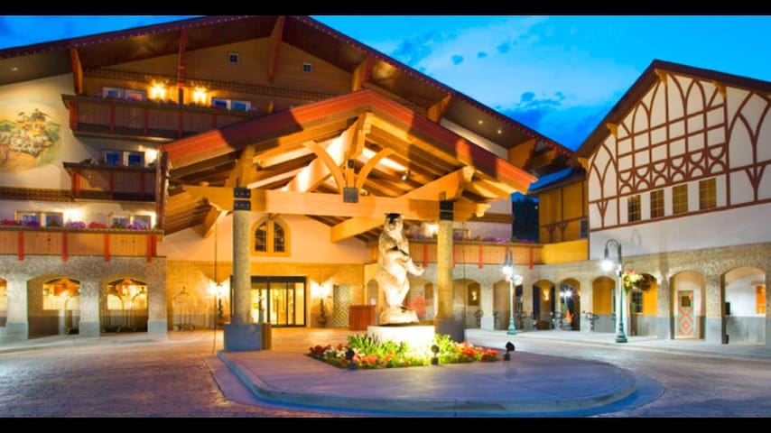4-STAR RESORT KING SUITE, 15 MINS TO PARK CITY!