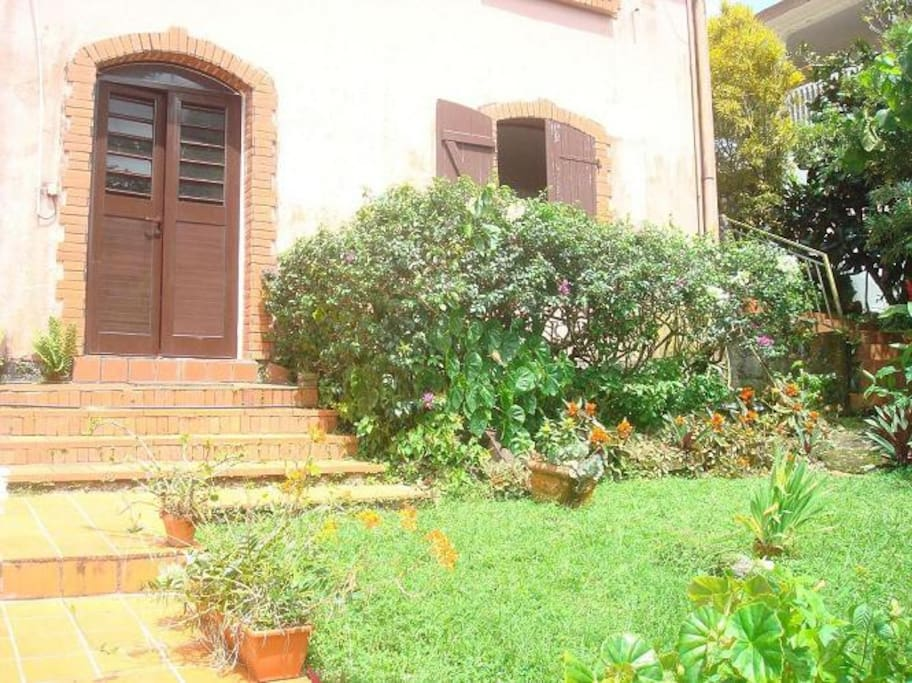 jardin au pied de l'appartement