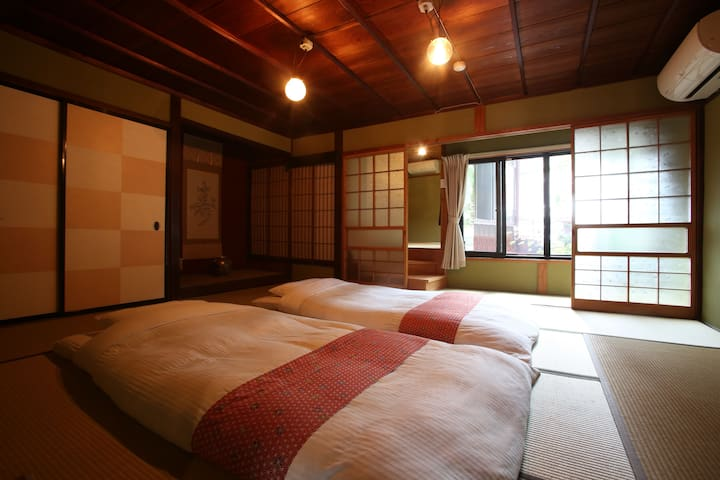 Bedroom1 in 2F. Up to 5 guests 2階寝室手前(5名まで)