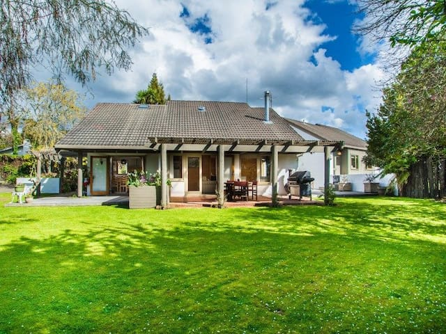 THE REDWOODS FOREST VILLA B&B - Rotorua - Bed & Breakfast
