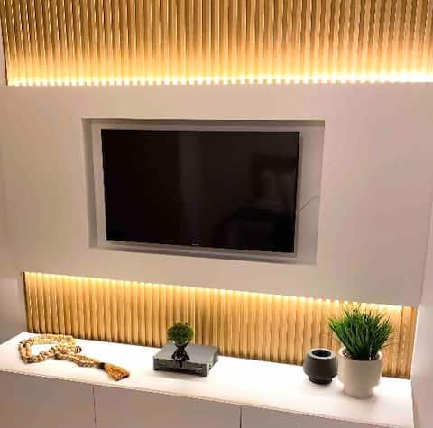 Apartamento Luxo Decorado com varanda Park Sul