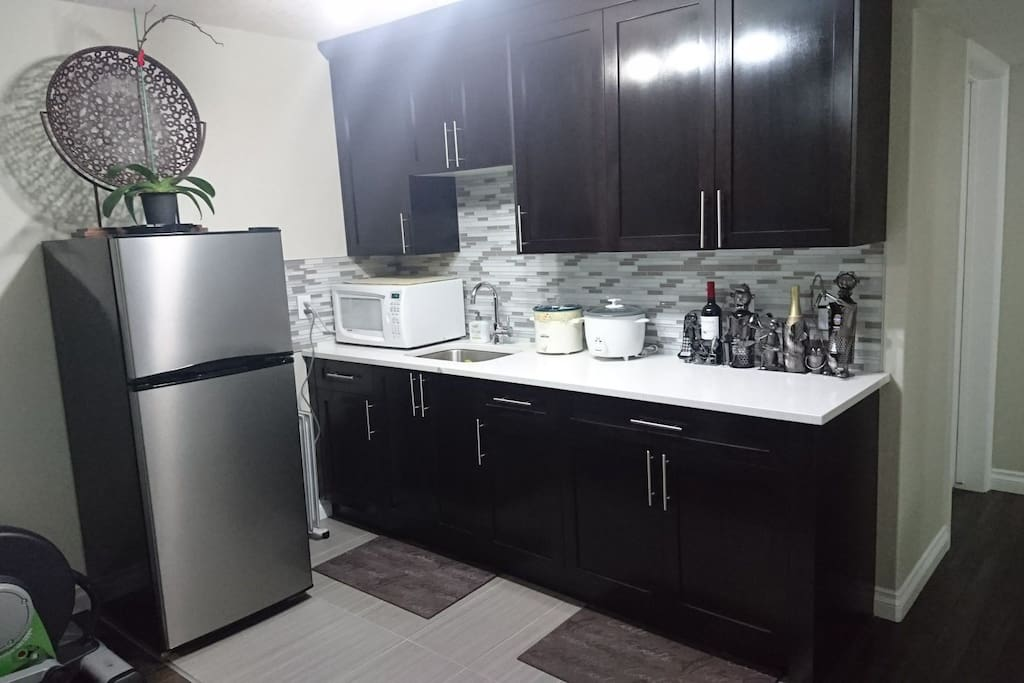 Private use kitchenette with fridge, microwave, rice cooker, slow cooker, electric skillet, blender