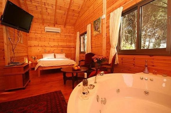 Best zimmer in amirim! Wood cabins and Jacuzzi - Amirim - Cabin