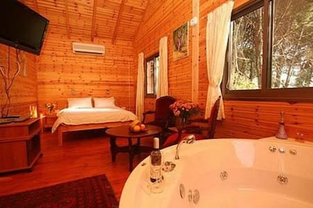 Amazing zimmer in amirim! Wood cabins and Jacuzzi - Amirim - Cabin