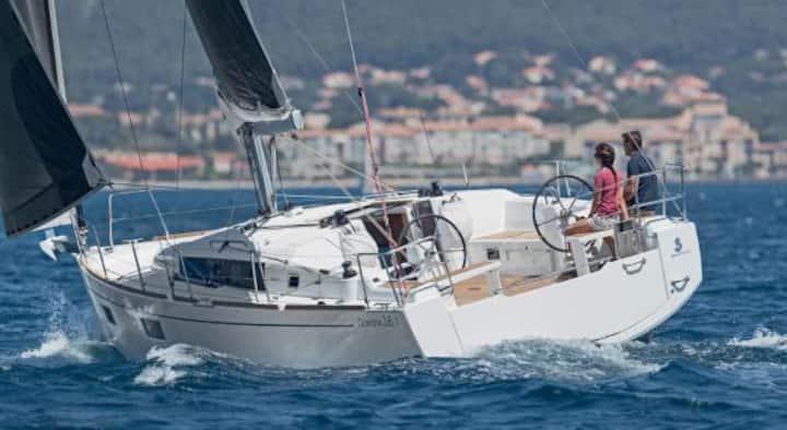 "Elegancki Jacht Beneteau 38.1 Oceanis ""Nadia 2"""