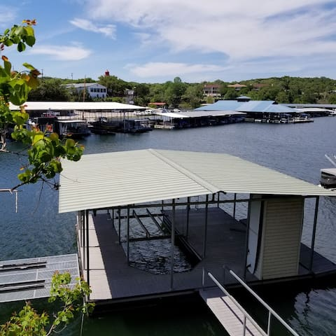 4 BR Home in Briarcliff Marina cove with boat slip