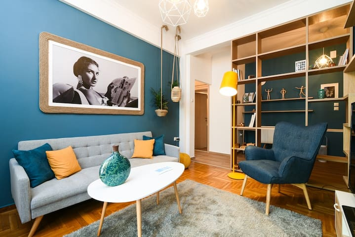 Impressive renovated artsy apartment near SNFCC