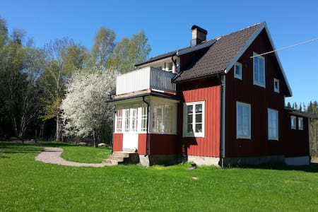 Nyrenoverad charmig stuga i Dalsland nära Åmål.