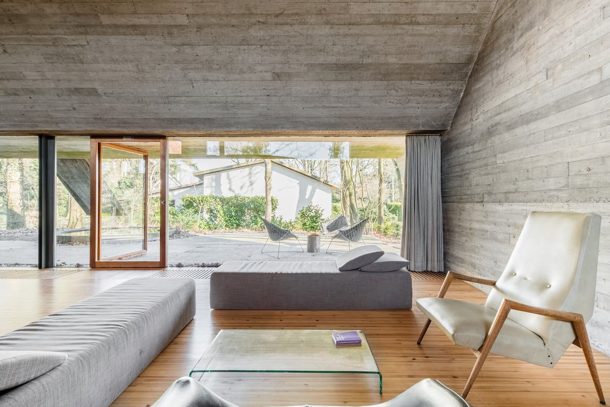 Vrijstaande villa in brutalistische stijl in Sint-Martens-Latem bij Gent