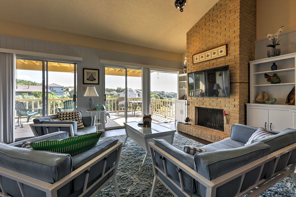 Enjoy lake views from the sliding glass doors that lead out onto the deck.
