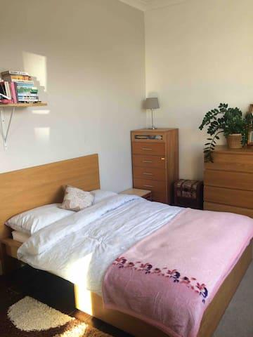 Ealing Green double bedroom