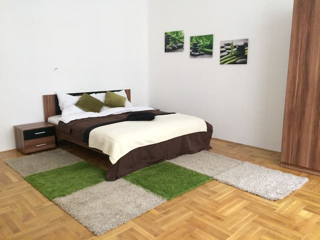 Furnished 1BR Apartment A Short Walk to Basilica