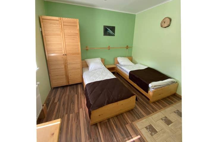 Зелёная комната на двоих с санузлом