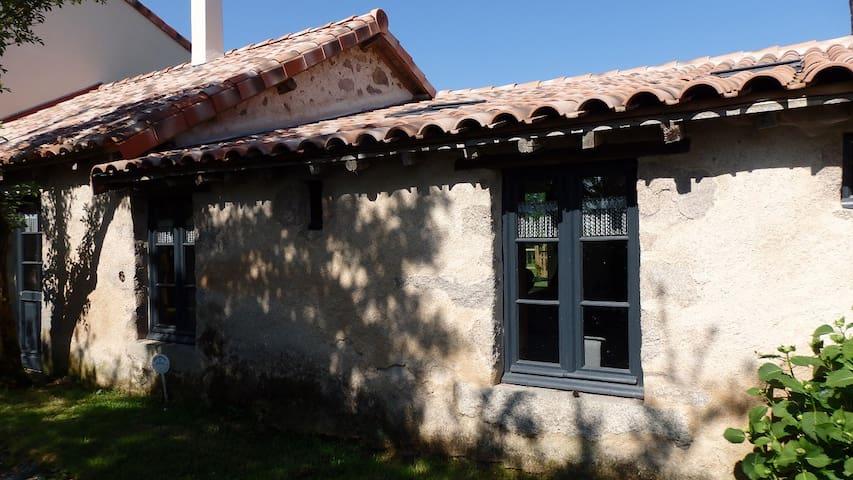 Gîte le Sureau 2 à 5 personnes - Saint-Martin-du-Fouilloux - Dom