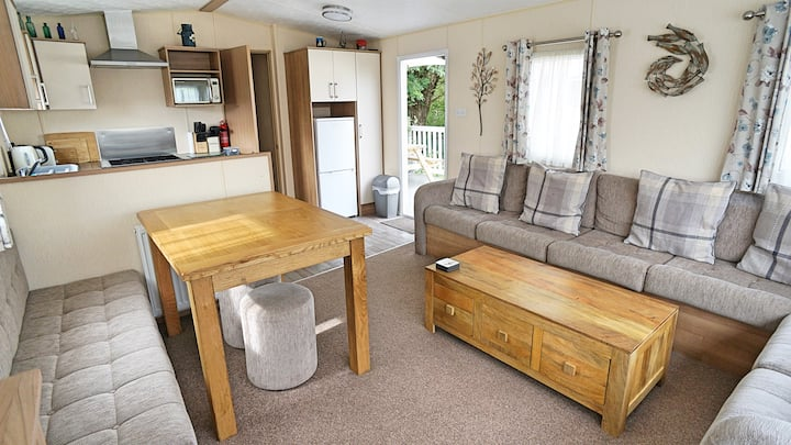 Family & dog friendly static caravan on 5* park