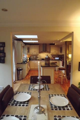 Large Detached Home with gardens - Tralee - Ev