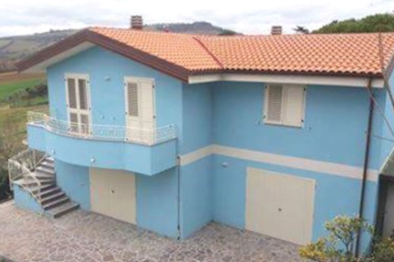 Azzurra casa indipendente